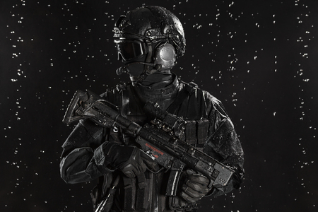 counter terrorism: Spec ops police officer SWAT in the rain Stock Photo