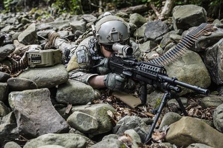 米国陸軍レンジャー機関銃手フォレスト内 写真素材
