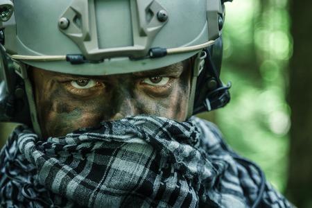 森の中のアメリカ合衆国陸軍レンジャー