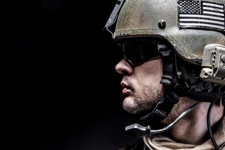 米国海兵隊特殊作戦コマンド Marsoc レイダーです。海洋の特別な演算子を黒背景のスタジオ撮影 写真素材