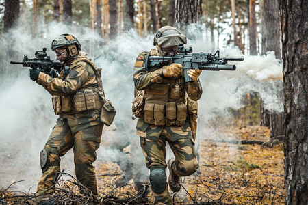Norwegian Rapid reaction special forces male and female FSK soldiers in field uniforms in action in the forest fog Stock fotó