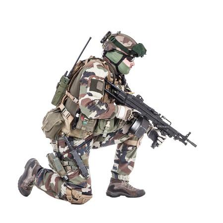 Fallschirmjäger der Französisch 1. Marine Infantry Parachute Regiment RPIMA Studio shot Standard-Bild - 89279941
