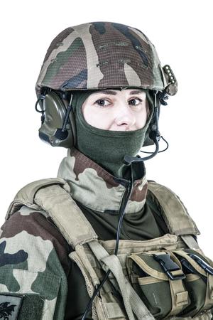 Weiblicher Fallschirmjäger der französischen 1. Marineinfanterie-Fallschirm-Regiment-RPIMA Atelieraufnahme Standard-Bild - 89279948