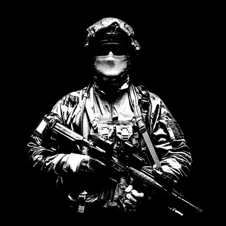 Fallschirmjäger des französischen 1. Marine Infantry Parachute Regiment RPIMA Studio shot Standard-Bild - 89280041