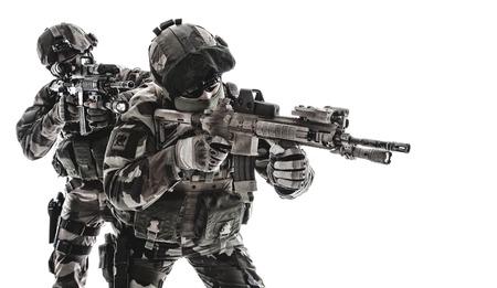 Paratroopers of French 1 Marine Infantry 낙하산 연대 RPIMA 스튜디오 총격 사격 무기