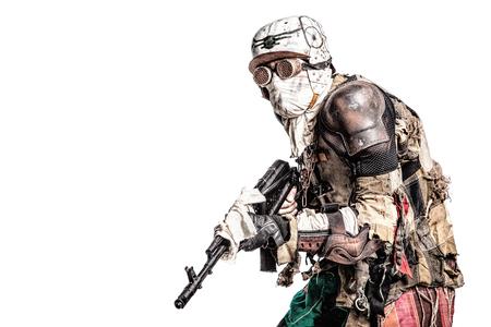 Post een apocalyptisch overlevend wezen met zelfgemaakte wapens Stockfoto