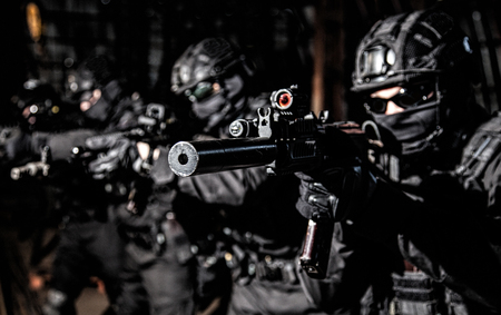 Police SWAT team suppresses criminals with gunfire Standard-Bild