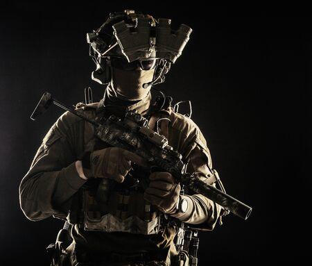 Militärischer Sicherheitsdienst Schütze Soldat Studioportrait