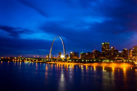 st  louis arch: Sunset over St Louis Skyline