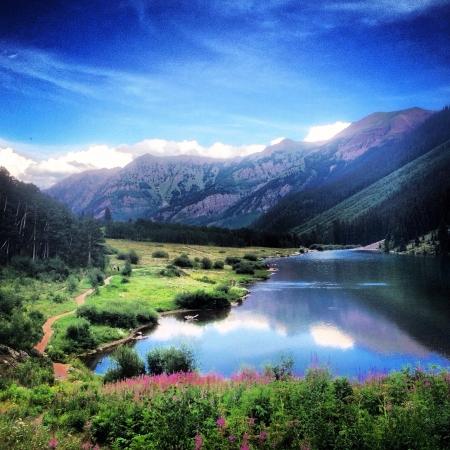 The beautiful Maroon Bells in Colorado 免版税图像