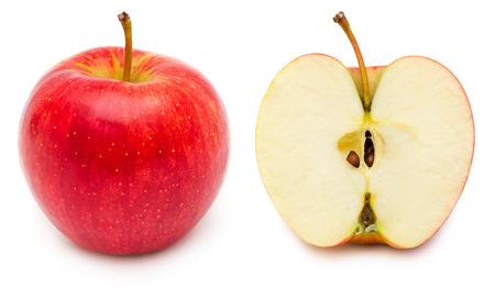全体と赤いりんご、表示ピップとコアの断面。白い背景上に分離。