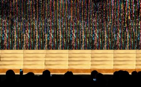 przewidywanie: Publiczność czekać w oczekiwaniu na pokaz, aby rozpocząć Zdjęcie Seryjne