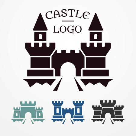 Colección de cuatro logotipos castillo medieval - siluetas simples con torres, puentes y puertas
