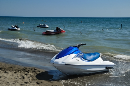 moto acuatica: Jet ski en la arena de la playa Foto de archivo