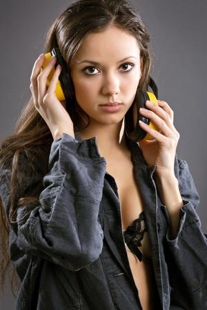 overalls: trabajador de la construcci�n de una mujer joven sexy