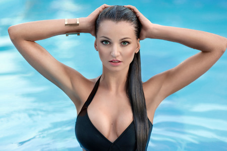 sexy nude women: portrait of a beautiful sexy woman in the pool in the summer Stock Photo