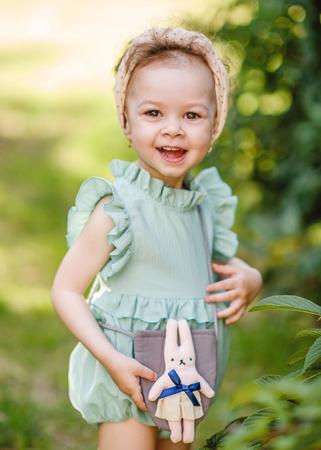 portrait of little girl outdoors in summer Standard-Bild