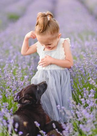 portrait of little girl outdoors in summer Imagens