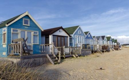 Beach huts in zandduinen bij Mudeford Spuug op Hengistbury Head de buurt van Christchurch in Dorset