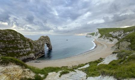 durdle door: Durdle Door a natural limestone arch on the Jurassic Coast in Dorset