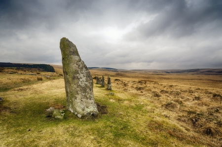 stark: Standing stones at Scorhill Stone Circle in Dartmoor National Park in Devon, also known as Gidleigh Stone Circle or Steep Hill Stone Circle Stock Photo