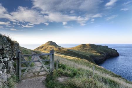 Het South West Coast Path in The Rumps aan de Atlantische kust van Cornwall Stockfoto