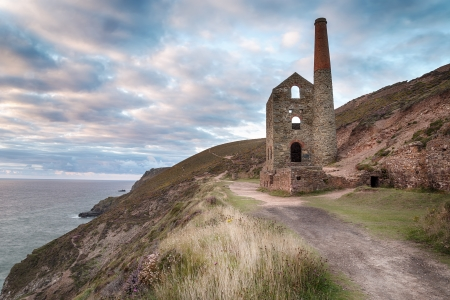 south west england: Ruined tin mine at Wheal Coates on the coast at St Agnes on the north Cornwall coast