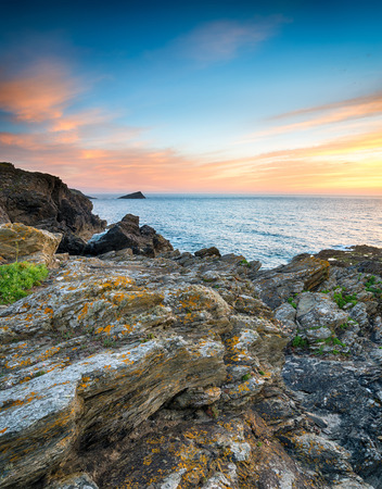 cornish: Rocky ledges on cliffs at West Pentire by Crantock near Newquay in Cornwall Stock Photo