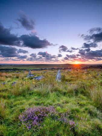 neolithic: Piedras - los restos de un c�rculo caba�a neol�tica en Garrow Tor una parte remota de Bodmin Moor en Cornualles