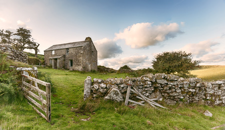 bodmin: An old abandoned farm cottage on Bodmin Moor in Cornwall - vintage effect