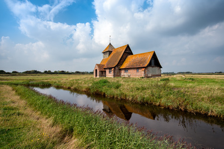dyke: An English countryside church at Romney Marsh in Kent Stock Photo
