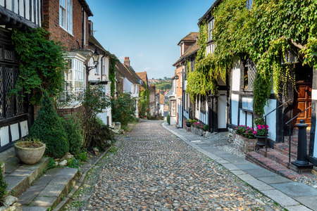 Picturesque cobblestone street in Rye, East Sussex Imagens
