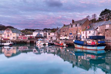 Dawn bij de haven in Padstow een historisch fishng stad aan de noord kust van Cornwall Stockfoto