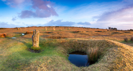 steencirkel: Een panorama van de Hurlers steen cirkel aan Minions op Bodmin Moor in Cornwall Stockfoto