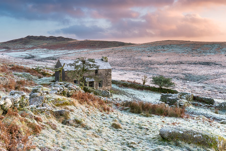 willy: Beautiful dramatic sunset over an old abandoned cottage on the foothills of Brown Willy on Bodmin moor, the highest point in Cornwall Stock Photo