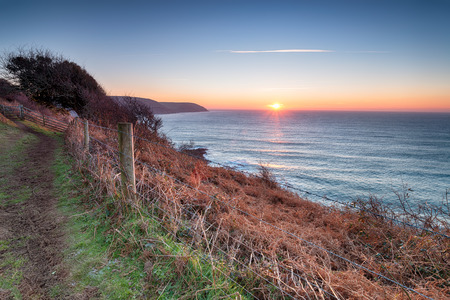 south west coast path: The South West Coast Path as it leaves Pencarrow Head for Lantivet Bay between Polruan and Polperro on the south caost of Cornwall Stock Photo