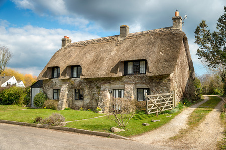 tradional: Beautiful thatched cottage at Corfe castle village on the Purbeck Hills in Dorset