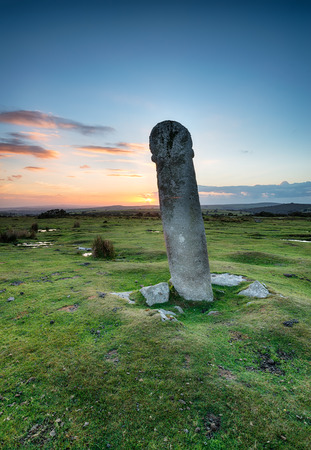 moor: An ancient granite cross known as Long Tom just outside of Minions on Bodmin Moor in Cornwall