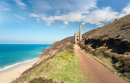 south west coast path: The South West Coast Path as it passes St Agnes on the north coast of Cornwall Stock Photo