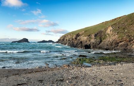 south west coast path: Porth Mear Baia sulla South West Coast Path tra Porthcothan e Bedruthan Archivio Fotografico