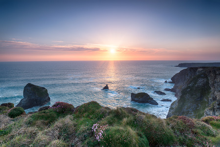 south west coast path: Sunset on the South West Coast path at Pentire Steps between Newquay and Padstow on the north coast of Cornwall Stock Photo