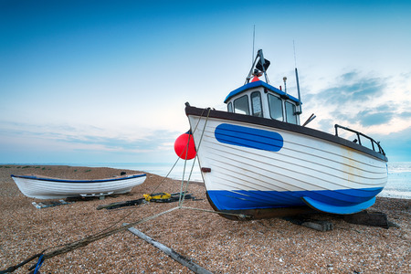 dungeness: Fishing boats on the beach at Dungeness in Kent