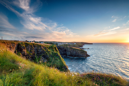 Sunset from the cliffs at Port Gaverne, a small fishing village just outside of Port Isaac on the north coast of Cornwall Stock fotó - 43125300