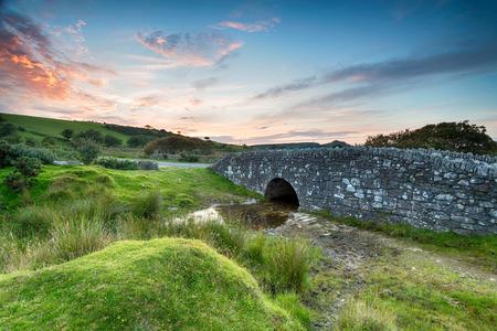 moor: An ancient granite stone bridge on bodmin Moor in Cornwll Stock Photo