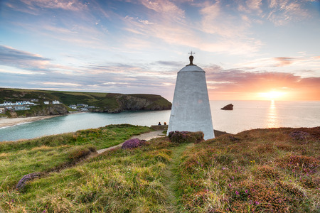 countryside landscape: The Pepper Pot at Portreath on the Cornwall coast, once used as hut for fishermen to watch for shoals of Pilchard and as a daymark lighthouse Stock Photo