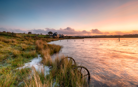 bodmin: Sunrise at Dozmary Pool, a small natural lake on Bodmin Moor in Cornwall