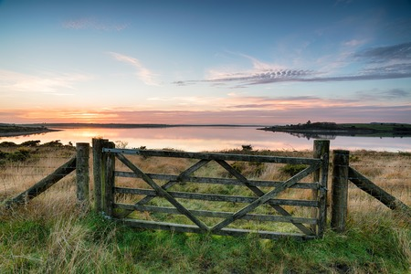 bodmin: A wooden filed gate leading to Colliford Lake, a large reservoir on Bodmin Moor in Cornwall Stock Photo