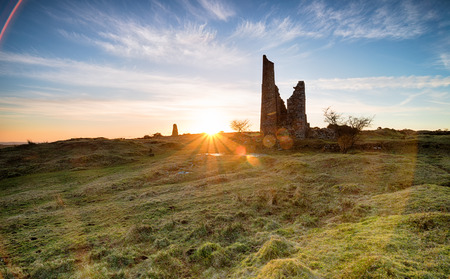 bodmin: Sunset over ruined mine workings near Minions on Bodmin Moor in Cornwall Stock Photo