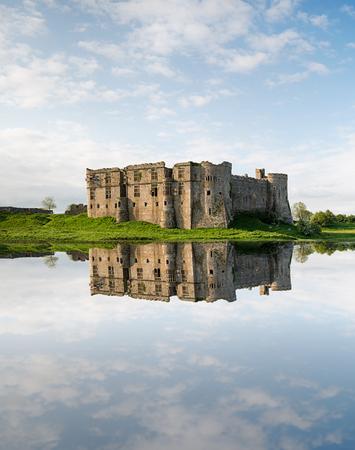 웨일즈의 Pembrokeshire에있는 Carew의 성