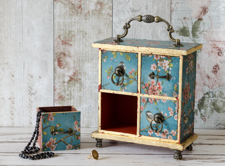 jewellery box: Pretty hand made jewellery box with drawers